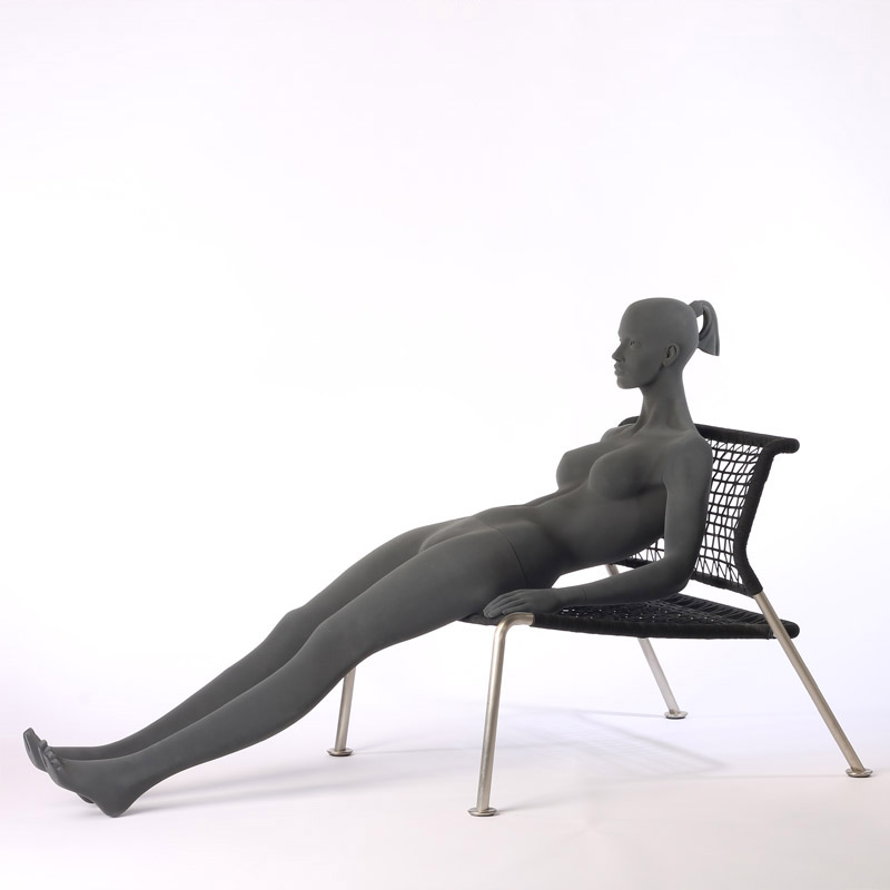 FEMALE MANNEQUIN – PURE STYLISED - WITH ROUGH SURFACE – SITTING – HINDSGAUL
